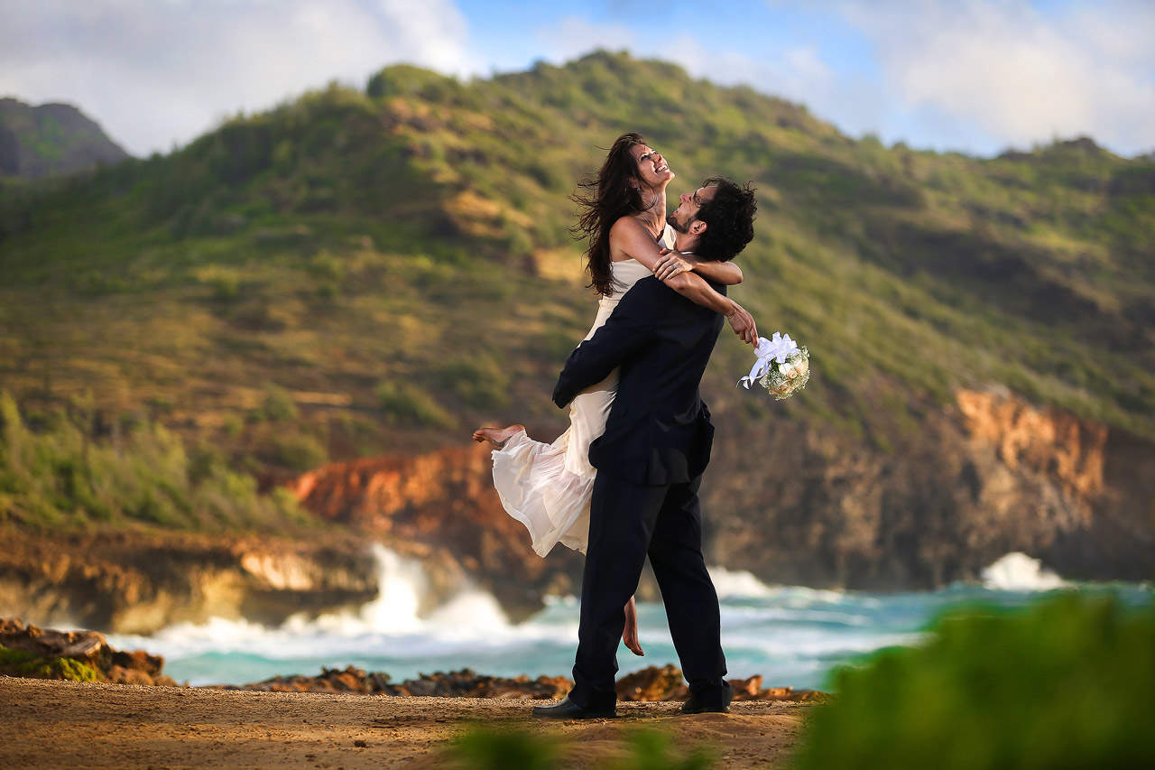 jonathan-moeller-photographer-kauai-hawaii-wedding-photographer-beach-2