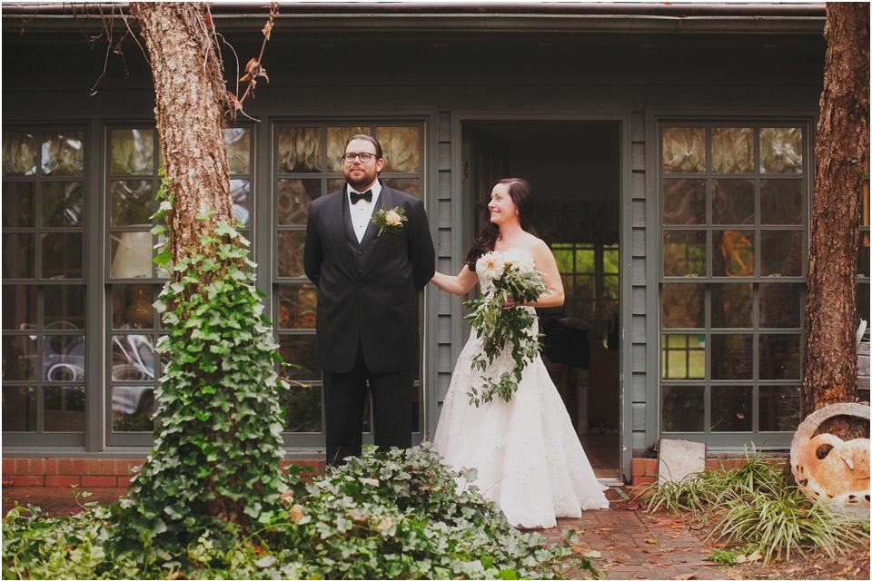 rustic-wedding-photography-first-look