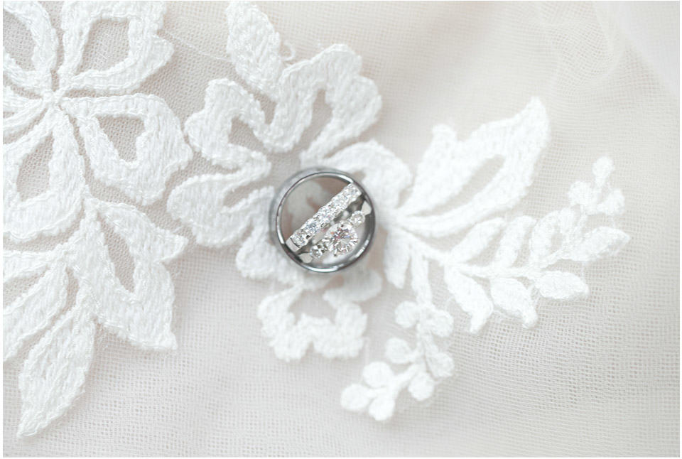 wedding-ring-shot-inspiration-lace